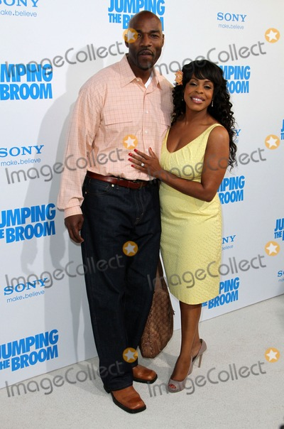 "Niecy Nash Photo - 4 May 2011 - Hollywood, California - Niecy Nash and her man Jay Tucker. ""Jumping The Broom"" Los Angeles Premiere Held At The Arclight Cinerama Dome Theatre. Photo: Kevan Brooks/AdMedia"