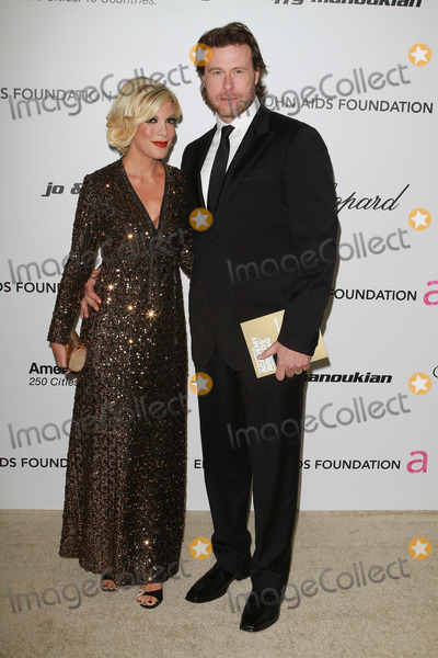 Tori Spelling, Dean McDermott, Elton John Photo - 27 February 2011 - West Hollywood, California - Tori Spelling and Dean McDermott. 19th Annual Elton John AIDS Foundation Academy Awards Viewing Party held at The Pacific Design Center. Photo Credit: Faye SadouAdMedia Photo: Faye Sadou/AdMedia