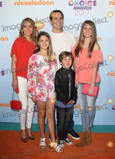 Mark Cuban, Tiffany Photo - 11 March 2017 -  Los Angeles, California - Mark Cuban, Tiffany Stewart, Alyssa Cuban, Jake Cuban, Alexis Sofia Cuban. Nickelodeon's Kids' Choice Awards 2017 held at USC Galen Center. Photo Credit: Faye Sadou/AdMedia