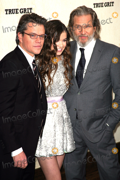 Hailee Steinfeld, Jeff Bridges, Matt Damon, Paul Zimmerman, Grits Photo - 14 December 2010 - New York, NY - Matt Damon, Hailee Steinfeld and Jeff Bridges. The premiere of 'True Grit' at the Ziegfeld Theatre on December 14, 2010 in New York City. Photo: Paul Zimmerman/AdMedia