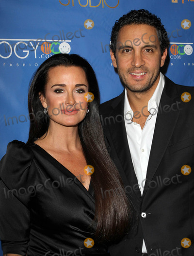 Kyle Richards, Mauricio Umansky Photo - 3 December 2010 - Hollywood, CA - Kyle Richards, Husband Mauricio Umansky. Kick-Off Extravaganza celebrating the launch of FRILOGY.com held At My Studio. Photo: Kevan Brooks/AdMedia