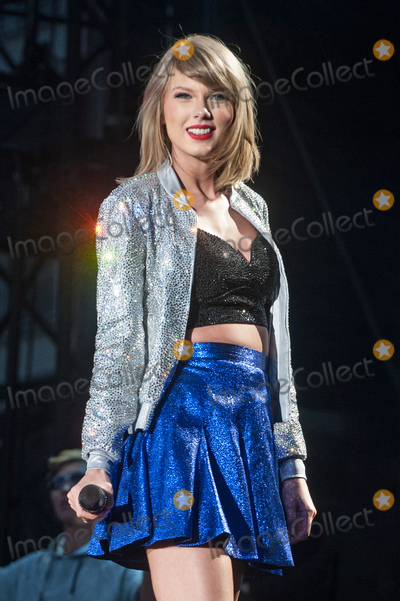 Taylor Swift Photo - 06 June 2015 - Pittsburgh, Pennsylvania - Singer-Songwriter TAYLOR SWIFT performs during a stop on her '1989 World Tour' held at Heinz Field. Photo Credit: Devin Simmons/AdMedia