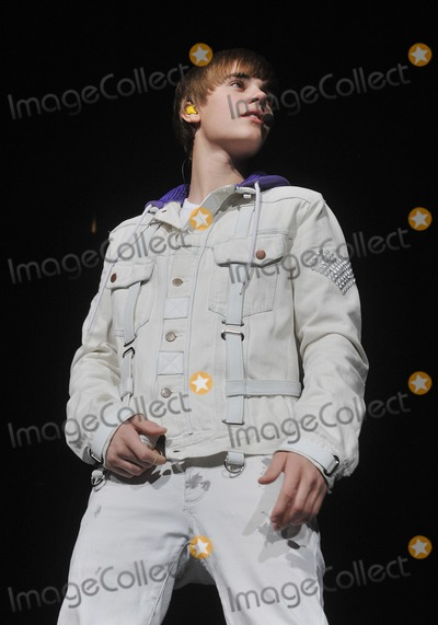"Justin Bieber Photo - 13 December 2010 - Pittsburgh, PA - Pop teen singer JUSTIN BIEBER performs to a SOLD OUT crowd at a stop on his ""MY WORLD TOUR 2010"" held at the Consol Energy Center. Photo Credit: Jason L Nelson/AdMedia Photo: Jason L Nelson/AdMedia"