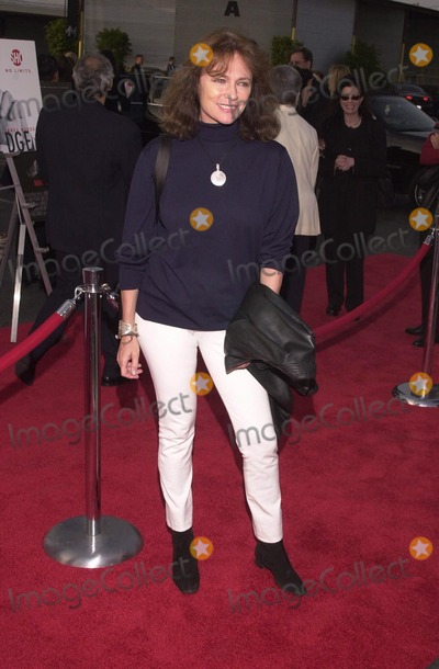 "Jacqueline Bisset Photo -  Jacqueline Bisset at the premiere of Showtime's ""DIRTY PICTURES"" in Santa Monica, 05-23-00"