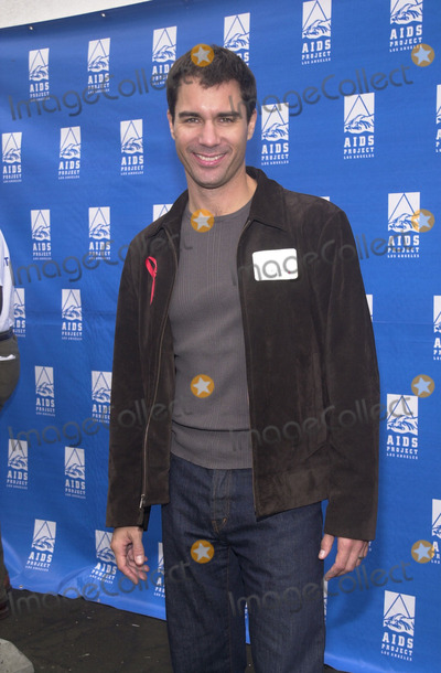 Eric Mccormack Photo -  Eric McCormack at the 17th Annual AIDS WALK L.A. at the Pacific Design Center, West Hollywood, 10-21-01