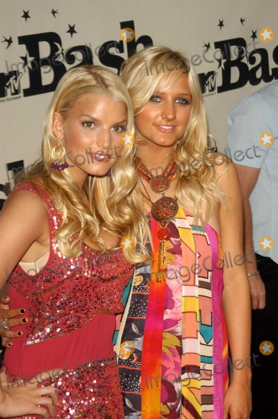 Ashlee Simpson Photo - Jessica and Ashlee Simpson at the MTV Bash honoring Carson Daily, Palladium, Hollywood, CA 06-28-03