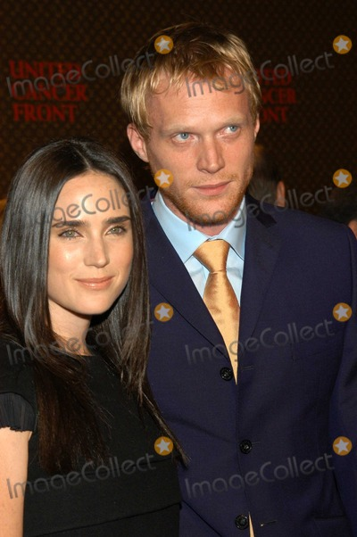 Jennifer Connelly, Paul Bettany Photo - Jennifer Connelly and husband Paul Bettany