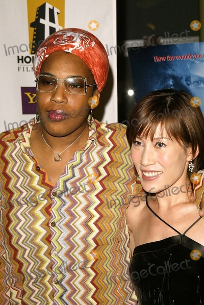 "Macy Gray Photo - Macy Gray and Sun at the premiere of ""The Human Stain"" as part of the Hollywood Film Festival, Arclight, Hollywood, CA 10-21-03"