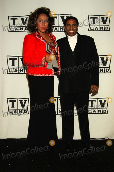 "Diahann Carroll, Diahann Carrol Photo - Diahann Carroll and TV son Marc Copage from ""Julia"" at the pressroom for The TV Land Awards: A Celebration of Classic TV, Palladium, Hollywood, CA 03-02-03"