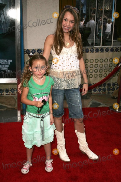 Miley Cyrus Photo - Miley Cyrus and sister