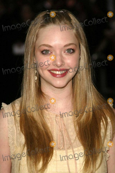 "Amanda Seyfried Photo - Amanda Seyfried at Paramount Pictures World Premiere of ""Mean Girls"" in the Cinerama Dome, Hollywood, CA. 04-19-04"