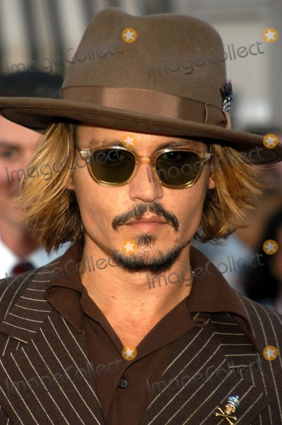 "Johnny Depp Photo - Johnny Depp at The World Premiere of ""Pirates of the Caribbean: The Curse of the Black Pearl"", Disneyland, Anaheim, Calif., 06-28-03"