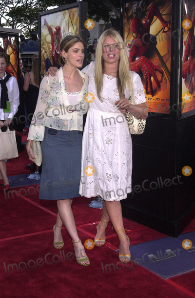 "Amanda Peet, Amanda De Cadenet, Spiderman Photo - Amanda Peet and Amanda DeCadenet at the premiere of Columbia Pictures ""Spiderman"" in Westwood, 04-29-02"