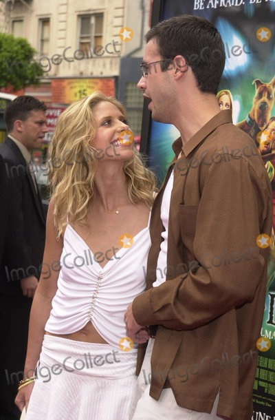 "Sarah Michelle Gellar, Scooby-Doo, Scooby Doo, Freddie Prinze JR, Freddie Prinze Jr., Sarah Michelle-Gellar Photo - Sarah Michelle Gellar and Freddie Prinz Jr. at the premiere of Warner Brothers' ""Scooby Doo"" at the Chinese Theater, Hollywood, 06-08-02"