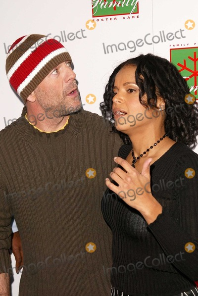 Bruce Willis, Victoria Rowell Photo - Bruce Willis and Victoria Rowell at Foster Care: Learning To Look at Family in a New Way, Avalon, Hollywood, CA 12-07-03