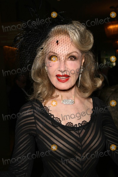 Julie Newmar Photo - Julie Newmar
