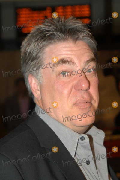 "Photo - Bruce McGill at the premiere of HBO's ""Live From Baghdad"" at the Cinerama Dome, Hollywood, CA 12-04-02"