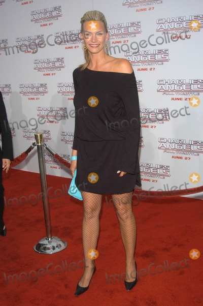 "Natasha Henstridge Photo - Natasha Henstridge at the world premiere of Columbia Picture's ""Charlie's Angels - Full Throttle"" at the Chinese Theater, Hollywood, CA 06-18-03"