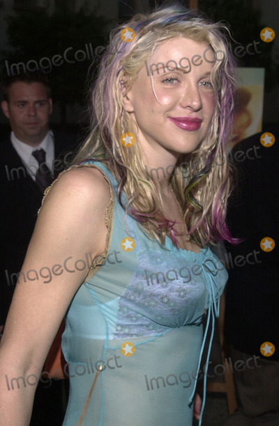 "Courtney Love Photo - Courtney Love at the premiere of ""An AMerican Rhapsody"" at Paramount Studios, Hollywood, 08-03-01"