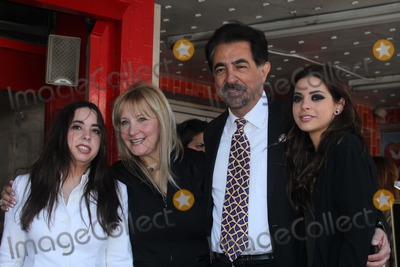 Joe Mantegna Photo - Joe Mantegna and family