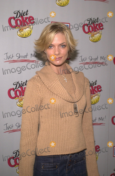 "Jaime Pressly Photo - Jaime Pressly at the ""Operation Deliver America"" USO benefit sponsored by Diet Coke with Lemon and hosted by the cast of ""Just Shoot Me,: Spago, Beverly Hills, 12-03-01"