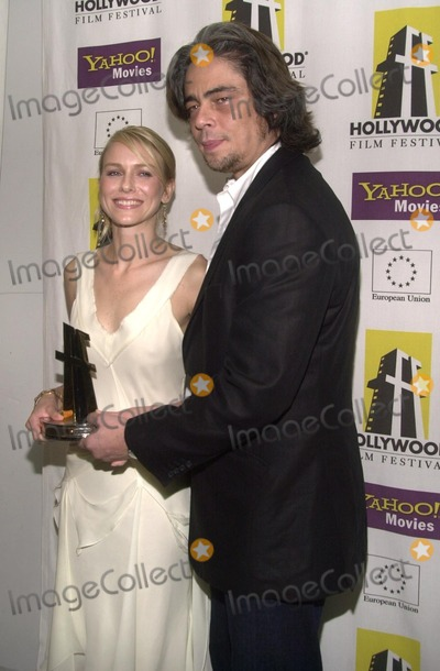 Naomi Watts Photo - Naomi Watts and Benecio Del Toro At the Hollywood Film Festival's Gala Ceremony and Hollywood Movie Awards backstage, Beverly Hilton, Beverly Hills, CA 10-07-02