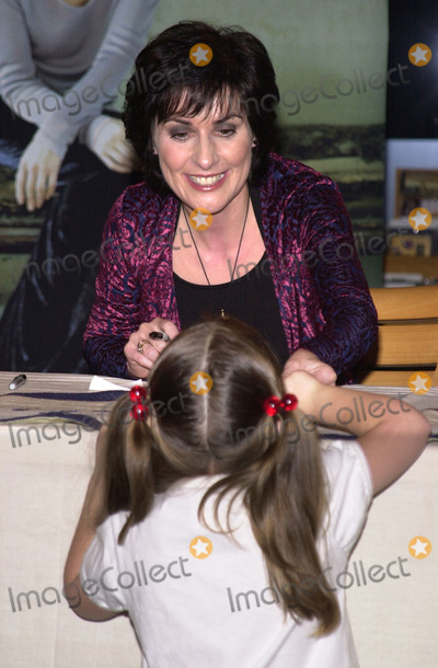 "Enya Photo - ENYA at a personal appearance to sign copies of her new CD ""A Day Without Rain,"" Borders Bookstore, Westwood, 02-14-01"