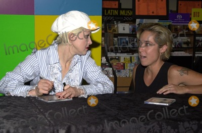 "Cyndi Lauper Photo - Cyndi Lauper and Fan at an in store appearance promote her new CD ""Shine"", Tower Records, West Hollywood, CA, 08-05-02"