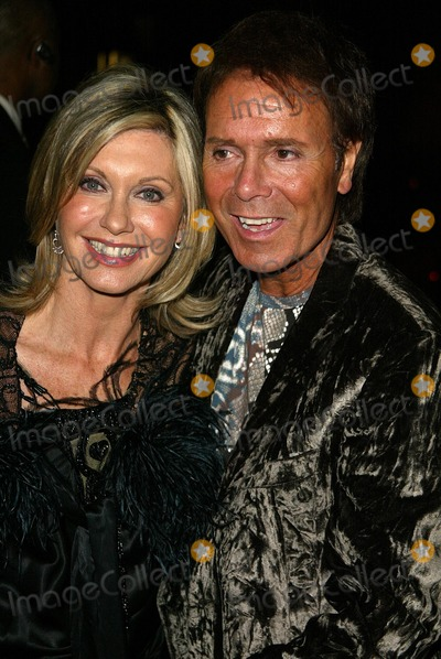 Olivia Newton-John, Cliff Richard, Dionne Warwick Photo - Olivia Newton-John and Cliff Richard