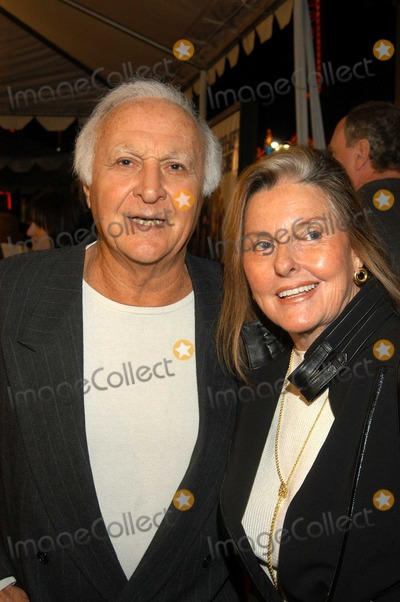 "Robert Loggia Photo - Robert Loggia and wife Audrey at World Premiere of ""Cheaper by the Dozen"", Mann's Grauman Chinese, Hollywood, Calif., 12-14-03"