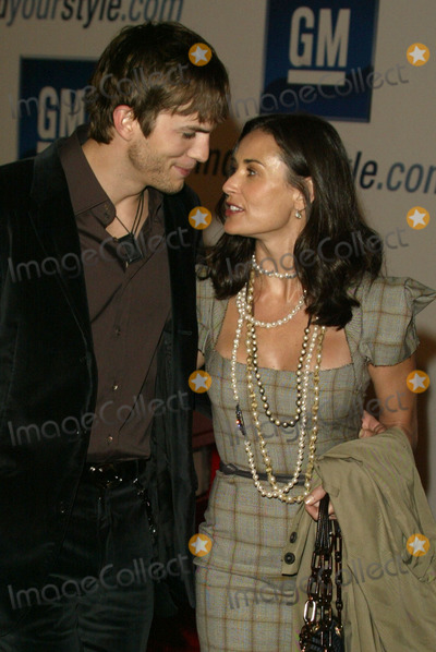 "Ashton Kutcher, Demi Moore Photo - Ashton Kutcher and Demi Moore at the 4th Annual ""ten"" Fashion Show - Arrivals, Pavilion in Hollywood, Hollywood, CA 02-22-05"