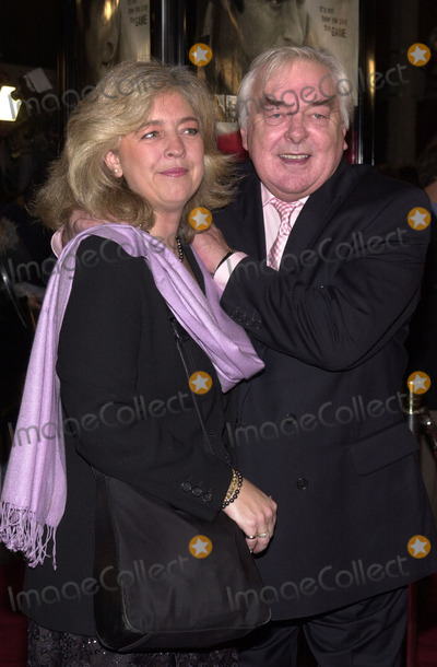 "David Hemmings Photo - David Hemming and wife at the premiere of Universal's ""Spy Games"" at Mann's National Theater, Westwood, 11-19-01"