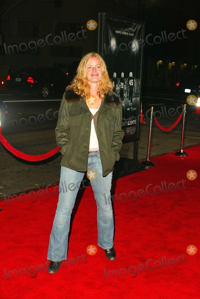 "Elisabeth Shue Photo - Elisabeth Shue At the world premiere of ""Friday Night Lights"", Grauman's Chinese Theatre, Hollywood, CA 10-06-04"