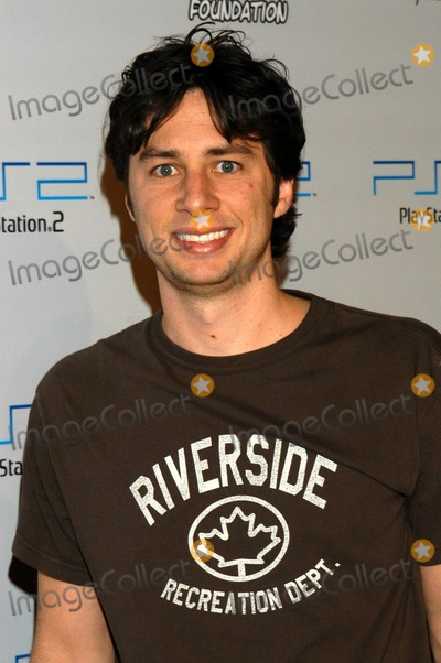 Zach Braff Photo - Zach Braff at PlayStation 2 Triple Double Gaming Tournament, Club Ivar, Hollywood, Calif., 10-25-03