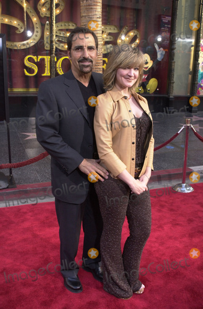 "Crystal Bernard Photo - Crystal Bernard and husband at the premiere of Warner Brothers' ""Insomnia"" at the El Capitan Theater, Hollywood, 05-22-02"