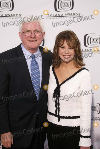 Phil Donahue, Marlo Thomas Photo - Phil Donahue and Marlo Thomas at the 2nd Annual TV Land Awards, Hollywood Palladium, Hollywood, CA 03-07-04