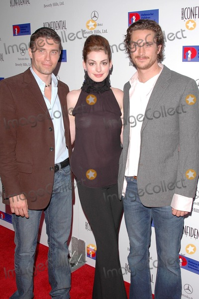 Anson Mount, Anne Hathaway, Oliver Hudson, Ann Hathaway Photo - Anson Mount, Anne Hathaway and Oliver Hudson at the Defense For Children International Fundraiser at the Beverly Hills Mercedes Benz Showroom, Beverly Hills, CA. 05-12-04