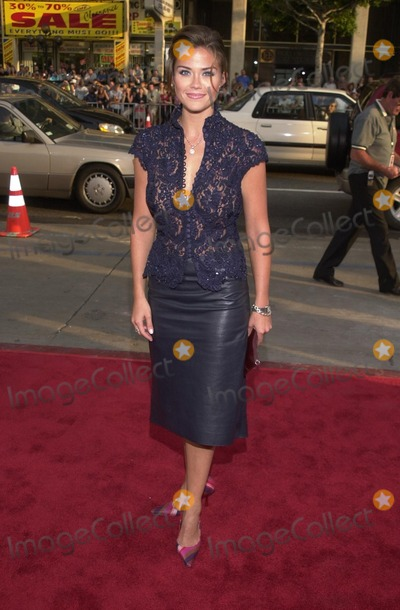 "Susan Ward Photo - Susan Ward at the premiere of Warner Brothers' ""Juwanna Mann"" at the Chinese Theater, Hollywood, 06-18-02"