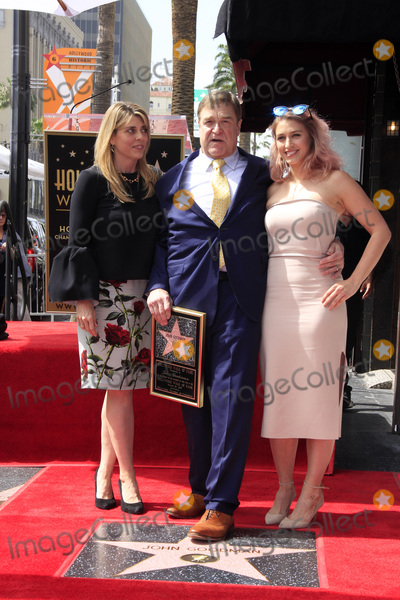 Photo - LOS ANGELES - MAR 10:  Anna Beth Goodman, John Goodman, Molly Goodman at the John Goodman Walk of Fame Star Ceremony on the Hollywood Walk of Fame on March 10, 2017 in Los Angeles, CA