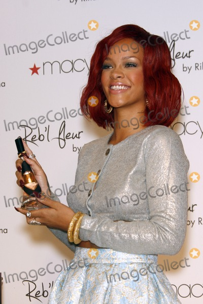 Rihanna Photo - LOS ANGELES - FEB 18:  Rihanna at the Instore Appearance for her Fragrance Launch of 'Rebl Fleur' at Macy's  on February 18, 2011 in Lakewood, CA