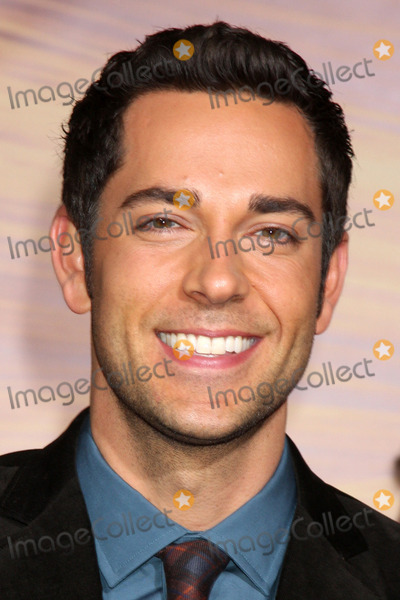 "Zachary Levi Photo - LOS ANGELES - NOV 14:  Zachary Levi arrives at the ""Tangled"" World Premiere at El Capitan Theater on November 14, 2010 in Los Angeles, CA"