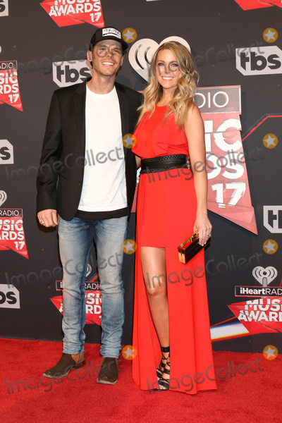Photo - LOS ANGELES - MAR 5:  Granger Smith, wife at the 2017 iHeart Music Awards at Forum on March 5, 2017 in Los Angeles, CA
