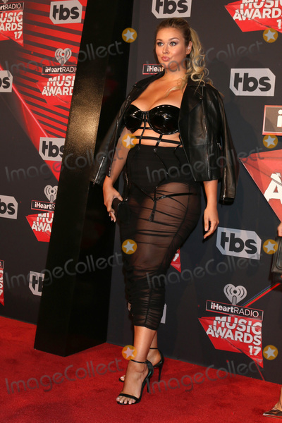 Photo - LOS ANGELES - MAR 5:  Hunter McGrady at the 2017 iHeart Music Awards at Forum on March 5, 2017 in Los Angeles, CA