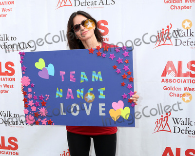 Courteney Cox Photo - LOS ANGELES - OCT 16:  Courteney Cox at the ALS Association Golden West Chapter Los Angeles County Walk To Defeat ALS at the Exposition Park on October 16, 2016 in Los Angeles, CA