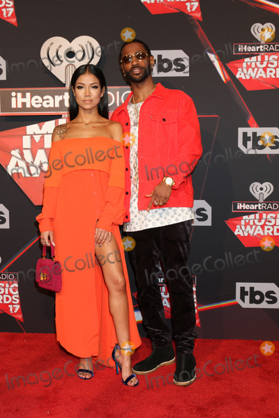 Photo - LOS ANGELES - MAR 5:  Jhene Aiko, BIg Sean at the 2017 iHeart Music Awards at Forum on March 5, 2017 in Los Angeles, CA