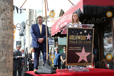 Photo - LOS ANGELES - MAR 10:  John Goodman, Brie Larson at the John Goodman Walk of Fame Star Ceremony on the Hollywood Walk of Fame on March 10, 2017 in Los Angeles, CA