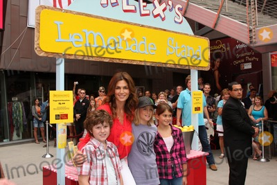 Cindy Crawford, Nolan Gould, Presley Gerber, Kaya Gerber Photo - Nolan Gould & Cindy Crawford, Presley Gerber, And Kaya Gerber