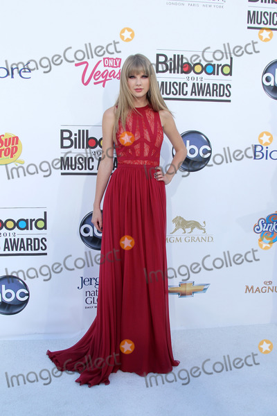 Taylor Swift Photo - LAS VEGAS - MAY 20:  Taylor Swift arrives at the 2012 Billboard Awards at MGM Garden Arena on May 20, 2012 in Las Vegas, NV