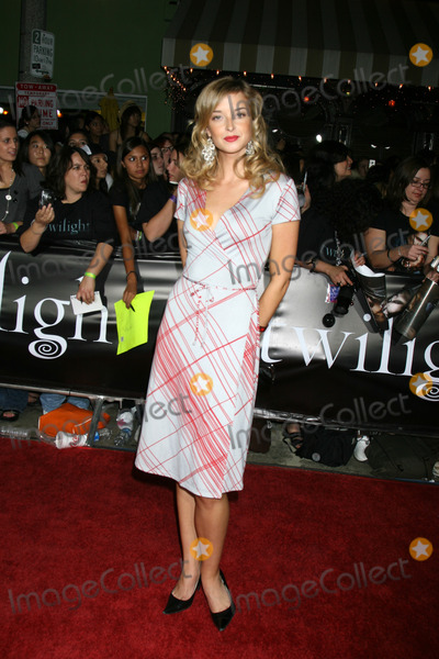 "Emily Foxler Photo - Emily Foxler arriving to the World Premiere of ""Twilight"" at Mann's Village Theater in Westwood, CA