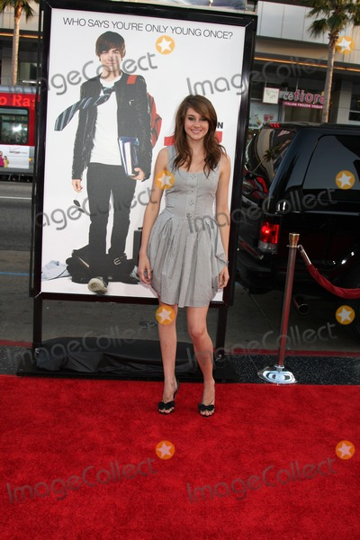 Shailene Woodley Photo - Shailene Woodley  arriving at the 17 Again Premiere at Grauman's Chinese Theater in Los Angeles, CA on April 14, 2009